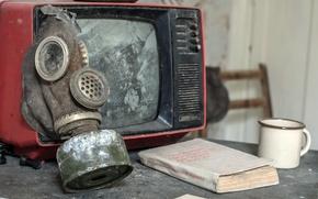 Картинка телевизор, ссср, противогаз, книга