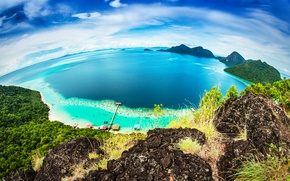 Обои море, пляж, небо, тропики, скалы, побережье, горизонт, панорама, бунгало, вид сверху, Малайзия, Bohey Dulang Island