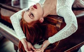 Картинка клавиши, пианино, рыжеволосая девушка