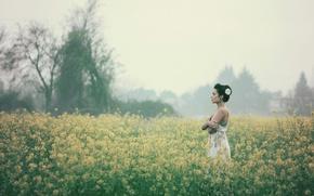 Картинка поле, девушка, цветы, туман