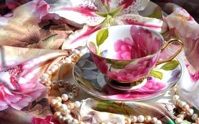 Картинка блюдце, платок, ожерелье, чашка, лилия