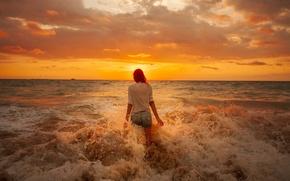 Обои море, пляж, девушка, облака, восход, горизонт