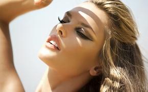 Картинка глаза, девушка, лицо, секси, фон, модель, волосы, Alessandra Ambrosio, sexy, красотка, Алессандра Амброзио, Victoria's Secret …