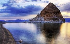 Картинка небо, облака, пейзаж, скала, озеро, гора