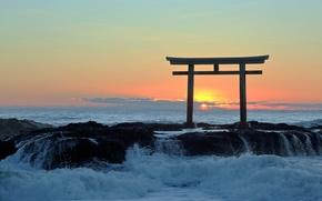 Картинка море, закат, ворота, Япония, прибой, тории