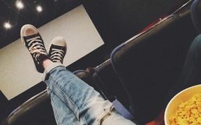 Картинка девушка, ноги, черный, кеды, попкорн, поп корн, рваные джинсы