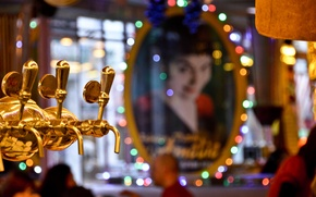 Картинка lights, girl, Paris, bokeh, beer, reflection, mirror, Deux Moulins