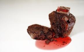 Картинка chocolate, muffin, strawberry sauce