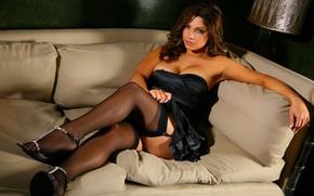 Обои чулки, на диване, lady in sexy dress