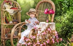 Обои лето, радость, цветы, детство, уют, книги, кресло, шляпа, мальчик, сад, чаепитие, дача