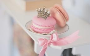 Картинка фон, розовый, обои, настроения, еда, корона, печенье, тарелка, лента, пирожное, бантик, ням-ням, сладкое, HD wallpapers, ...