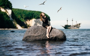 Обои rock, pirates, ship, seagulls, girl