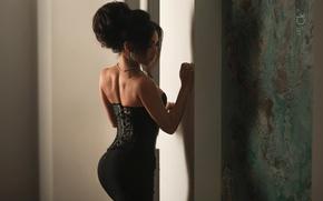 Обои бусы, Photographer, Stepan Kvardakov, брюнетка, корсет, спина, девушка, юбка