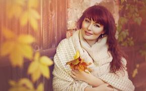 Картинка осень, листья, девушка, шатенка, шаль, свитер