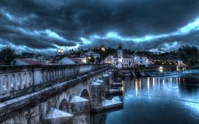 Картинка гроза, облака, мост, отражение, река, замок, зеркало, Португалия, Томар, фонарные столбы, Сантарем