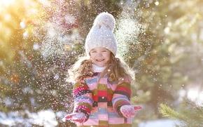 Картинка зима, снег, радость, улыбка, шапка, ребенок, руки, куртка, девочка, girl, beautiful, winter, snow, child