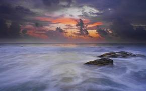 Картинка небо, облака, тучи, камни, рассвет, берег, Море, утро, прибой, зарево