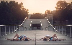 Картинка мост, город, грация, костюмы, гимнастки