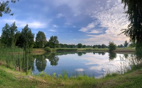 Обои озеро, трава, небо, склон, природа
