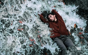 Картинка вода, поток, парень