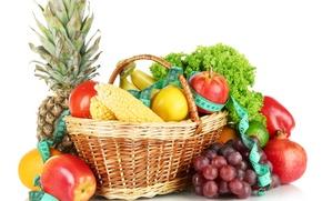 Обои лимон, корзина, яблоки, кукуруза, виноград, бананы, лента, белый фон, перец, фрукты, ананас, натюрморт, овощи, помидор, ...