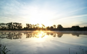 Картинка солнце, облака, лучи, пейзаж, природа, озеро, восход