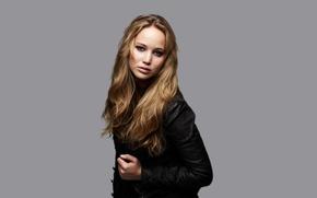 Картинка взгляд, фон, макияж, актриса, куртка, прическа, шатенка, фотосессия, Jennifer Lawrence, Дженнифер Лоуренс, Matt Holyoak