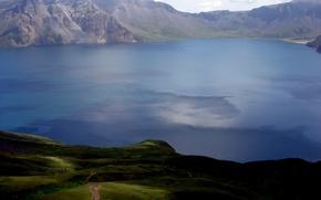 Обои озеро, зелень, горы, пейзаж