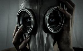 Картинка eyes, creature, gas mask, female fingers