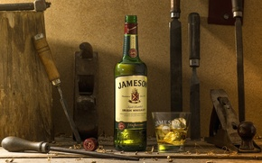 Обои лед, стакан, бутылка, алкоголь, инструменты, виски, напильник, долото