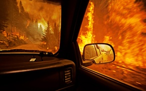 Картинка машина, пожар, огонь, дракон, погоня, зеркало