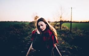 Картинка девушка, природа, модель, одежда, рельсы, шарф, местность, куртка, шатенка, sun, чувство, Viktoria Vica, Viktoria Kortenhof