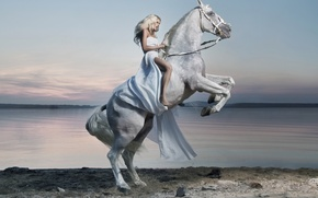 Картинка девушка, озеро, конь, платье, всадница, наездница