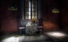 Картинка комната, стол, окно, бутылки