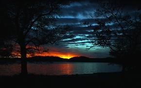Картинка небо, облака, деревья, закат, озеро, холмы, зарево