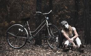 Картинка девушка, велосипед, противогаз