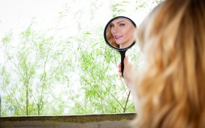 Картинка взгляд, девушка, лицо, улыбка, отражение, зеркало