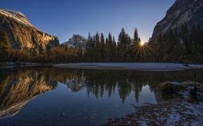 Картинка небо, солнце, лучи, деревья, закат, горы, озеро, скалы, США, Yosemite National Park, Сьерра-Невада