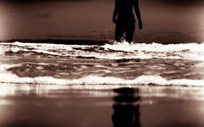Обои море, волны, пляж, небо, вода, девушка, фон, отдых, widescreen, обои, настроения, женщина, волна, вечер, силуэт, ...