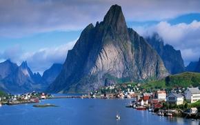 Картинка город, озеро, гора, красиво