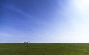Обои поле, скамья, небо
