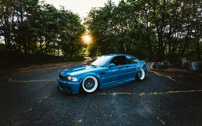 Картинка солнце, деревья, синий, BMW, колеса