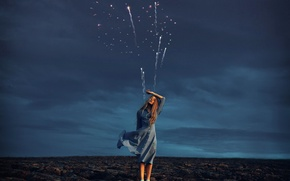 Обои фейерверк, девушка, пашня, платье, Rosie Hardy