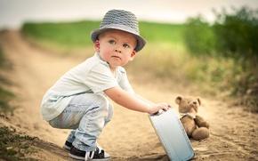 Обои чемодан, мишка, дорога, мальчик, ребёнок, игрушка