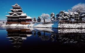 Картинка зима, небо, вода, снег, отражения, Япония, префектура Нагано, город Мацумото, замок Мацумото, замок ворона