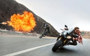 Обои авария, взрыв, мотоциклы, скорость, погоня, кадр, шоссе, агент, Том Круз, преследование, Tom Cruise, Ethan Hunt, ...