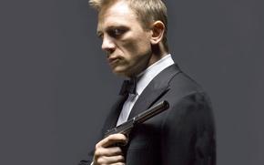 Картинка пистолет, актер, Daniel Craig, глушитель, смокинг, James Bond, Дэниэл Крэйг, agent 007, walther ppk