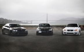 Картинка белый, мост, туман, чёрный, bmw, бмв, купе, white, седан, black, вид спереди, bridge, e92, e90, ...