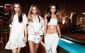 Картинка ночь, город, огни, девушки, одежда, белая, модели, Erin Heatherton, Эрин Хизертон, Izabel Goulart, Thairine Garcia, ...