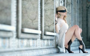 Обои bandaged, legs, Elf, heels, wall, pose